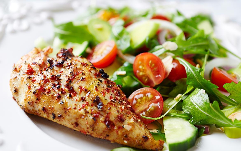 Peito de Frango grelhado com Salada