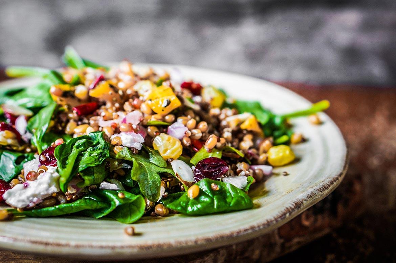 Salada de espinafres e quinoa