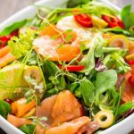 Salada de salmão fumado rúcula e abacate