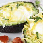 Abacate com ovo cozido