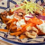 Salada de abóbora espiralizada com requeijão e nozes