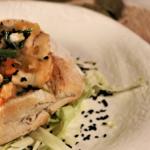 Pão recheado com pescada e espinafres