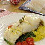 Lombo de bacalhau com queijo e espinafres