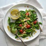 Salada de feijão-verde e espinafres com vinagrete básico de limão