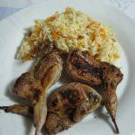 Codorniz no forno com arroz de cenoura