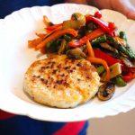 Hambúrguer de peru com arroz de legumes