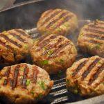 Hambúrguer de peru com feijão preto