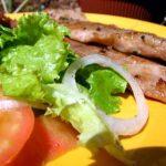 Febra grelhada com salada de beterraba