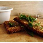 Seitan de cebolada com salada de agrião