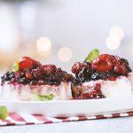 Sobremesa de requeijão com frutos vermelhos