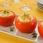 tomate recheado com tofu e legumes