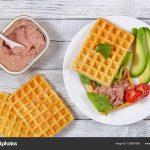 Waffle de aveia com abacate