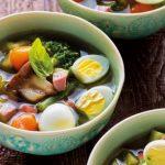 Sopa de legumes com ovo