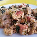 Arroz de frango com espinafres e feijão