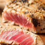 Bife de atum com crosta de sésamo