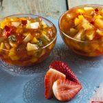 Gelatina com pedaços de fruta
