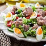 Salada de atum com feijao vermelho e alface