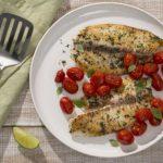Linguado grelhado com alho, tomate e alecrim