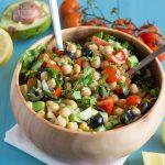Salada de grão e abacate